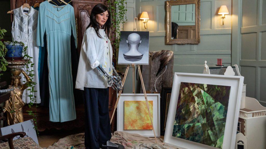 ai-da-robot-ai-paintings-technology-news_dezeen_2364_hero_c-1704×959-1