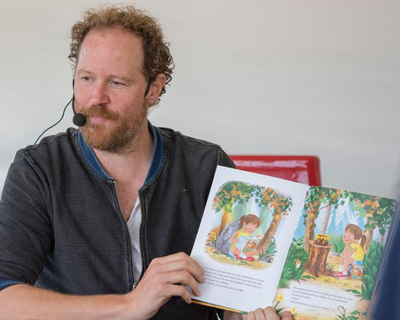 400x320_News_Image_Andrew_Katz_reads_his_book